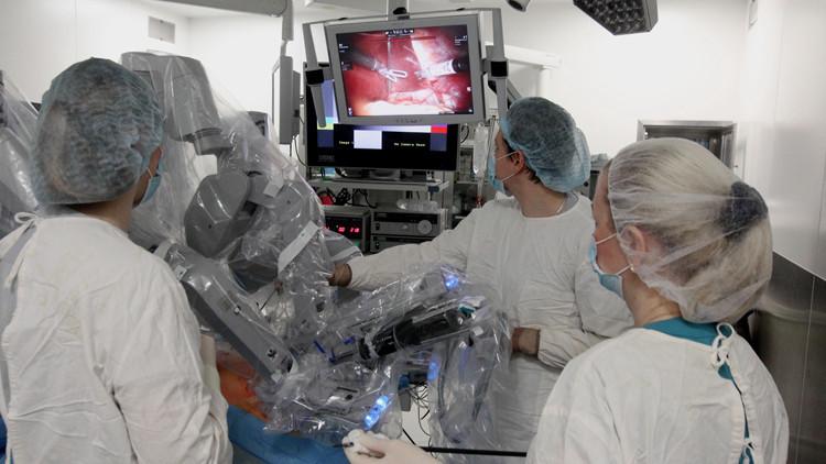 إجراء أول عملية روبوت جراحية في روسيا