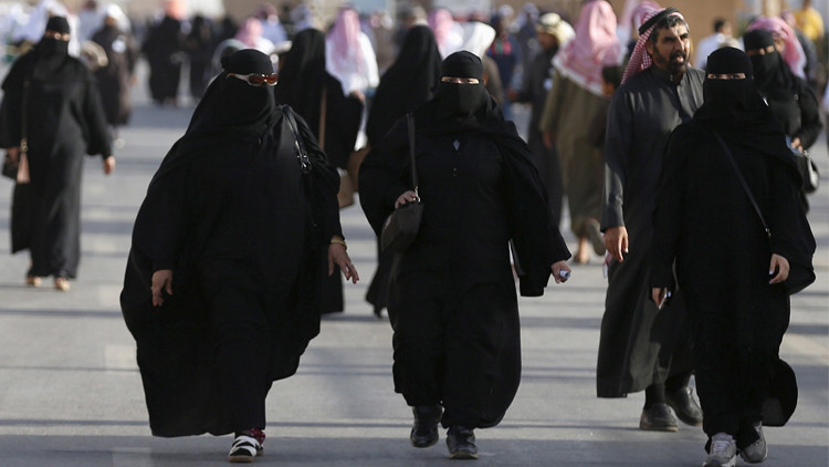 السعوديات يجدن فرصتهن في الكويت