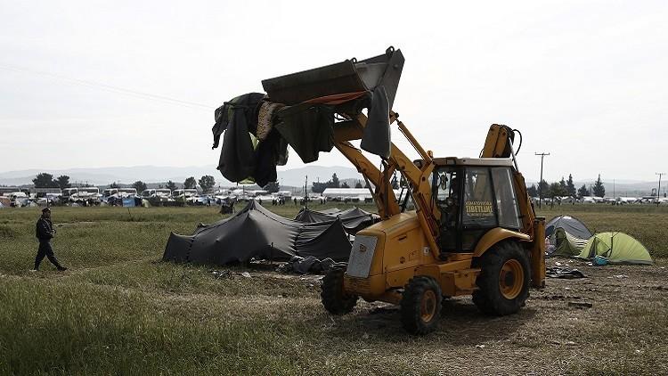 اليونان تبدأ بإخلاء مخيم اللاجئين في إيدوميني