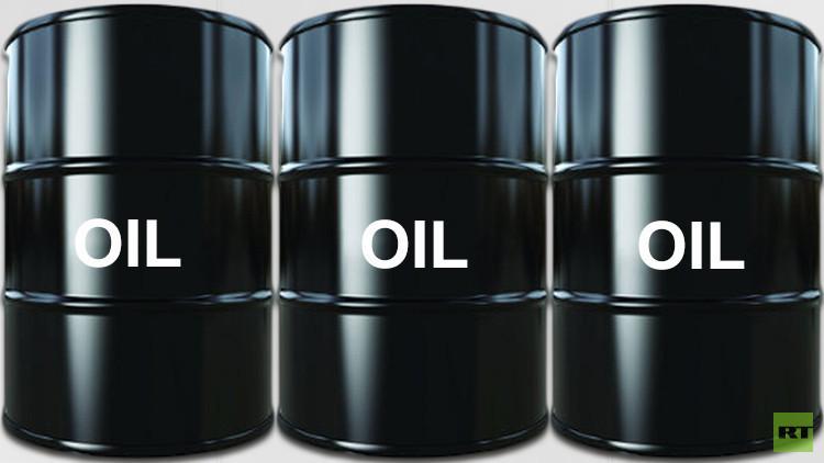 أسعار النفط تصعد باتجاه 50 دولارا للبرميل
