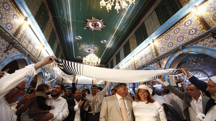 حوالي 1000 يهودي بينهم إسرائيليون يتوافدون إلى معبد الغريبة بتونس