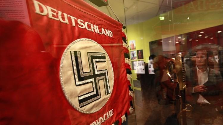 ألمانيا تحقق في تأدية بريطانيين للتحية النازية