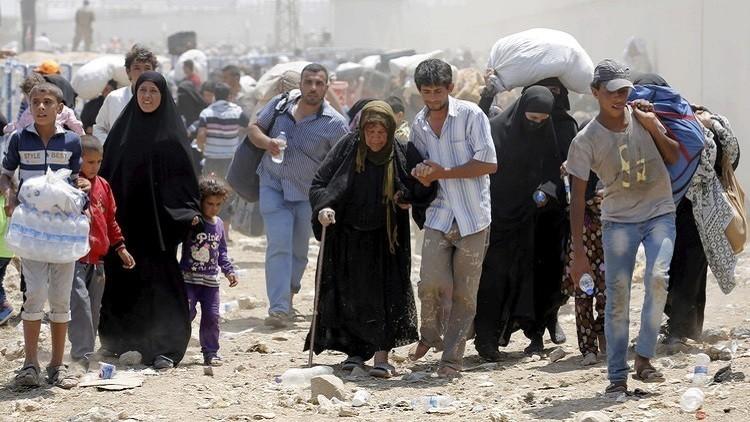 100 ألف سوري عالقون عند الحدود التركية