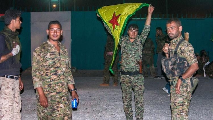 التحالف يطالب الجنود الأمريكيين بنزع شعار الأكراد