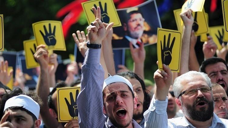 القاهرة تتحفظ على أموال 65 من