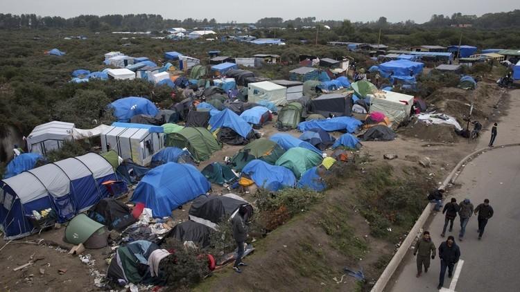 عمدة باريس ترغب ببناء مخيم للاجئين في العاصمة