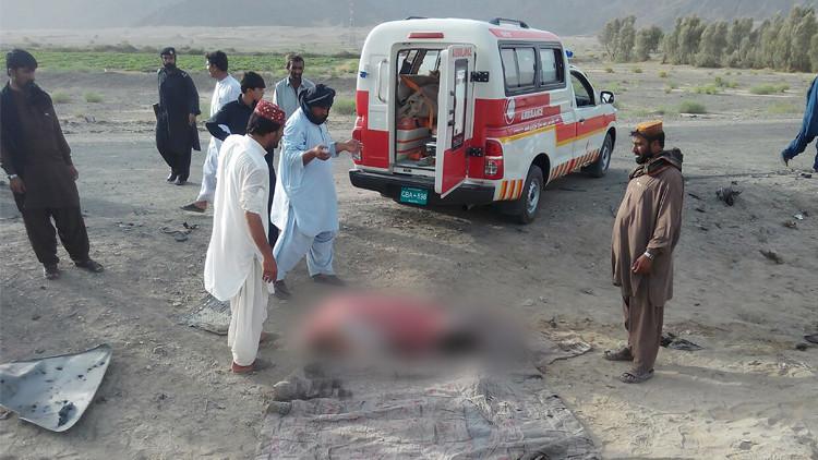 سيارة إسعاف بالقرب من مكان استهداف أختر منصور زعيم حركة طالبان