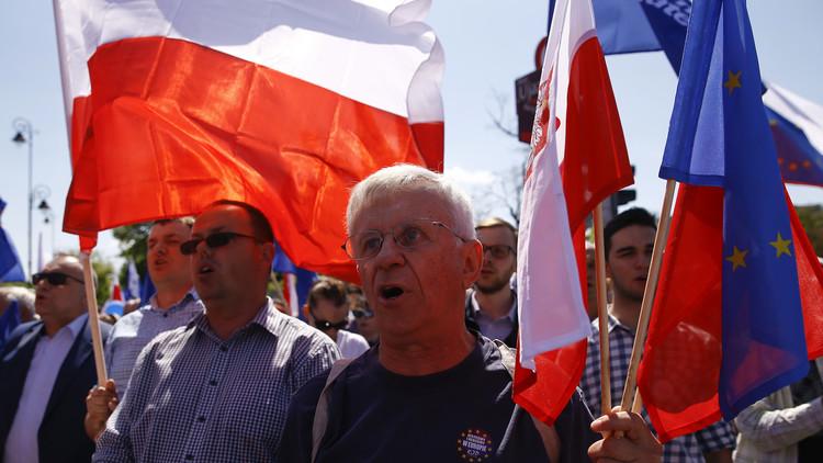 بروكسل تهدد بولندا بعقوبات!
