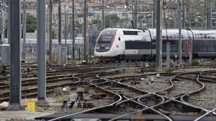 تفجير يستهدف قطارا سريعا بفرنسا