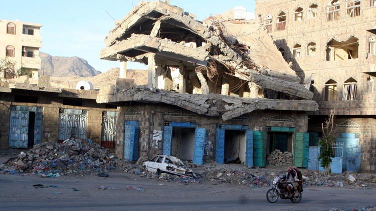 نشطاء: مقتل 17 شخصا على الأقل في قصف للحوثيين استهدف سوقا بتعز