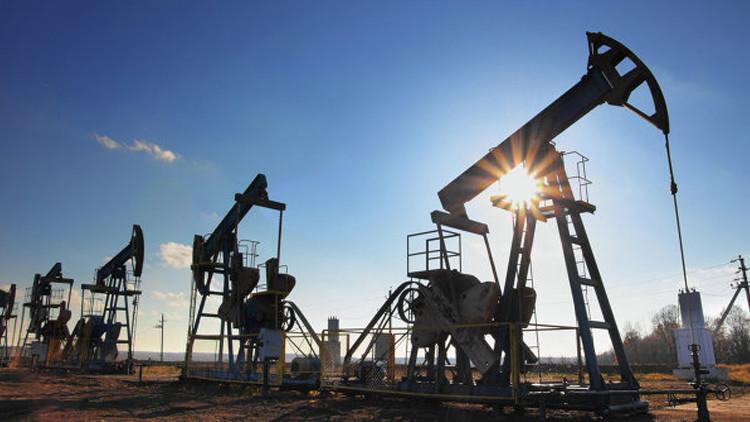 النفط يتجاوز عتبة الـ50 دولارا