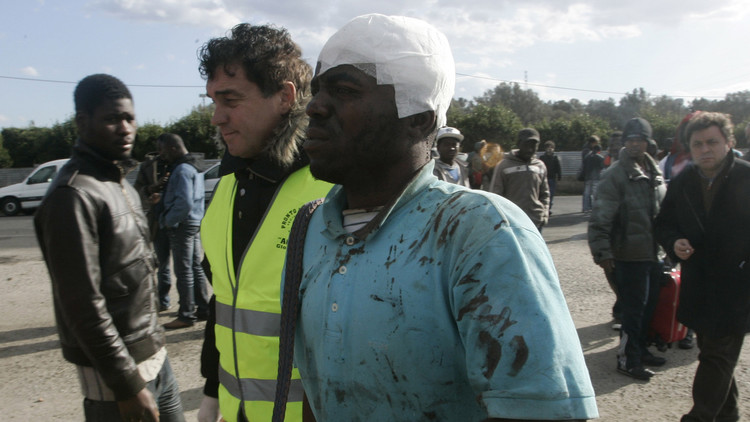 وسائل إعلام: شرطي إيطالي يقتل مهاجرا طعنه بسكين