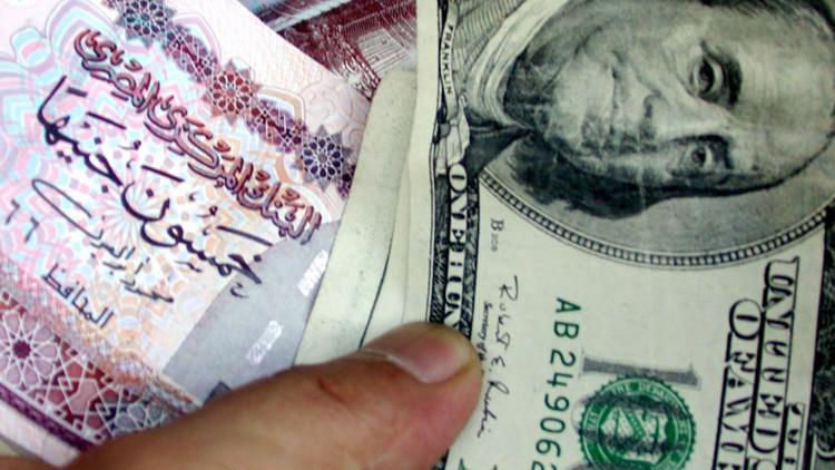 مصر تقر عقوبة على بيع العملات في السوق السوداء