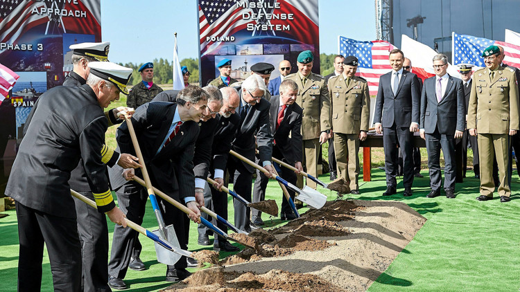 الناتو يحفر قبره بيده!