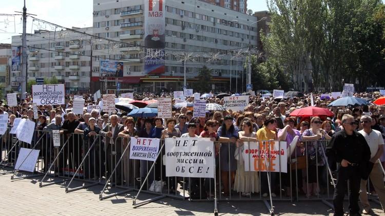 60 ألف متظاهر بدونيتسك ضد تسليح بعثة المراقبة