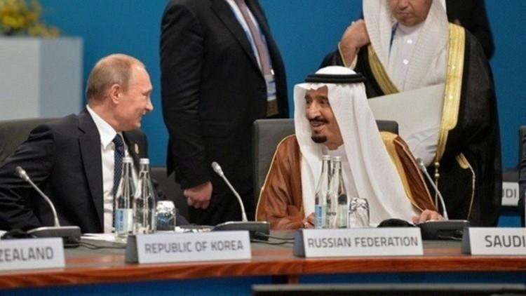 الملك سلمان يهنئ بوتين بعيد روسيا الوطني
