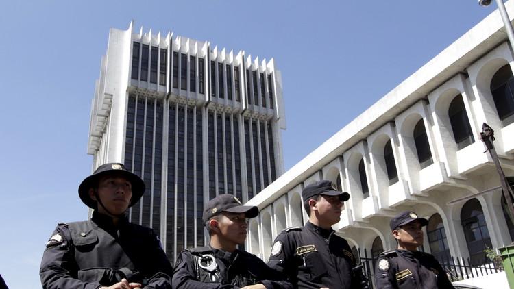 ملاحقة 5 وزراء سابقين في غواتيمالا