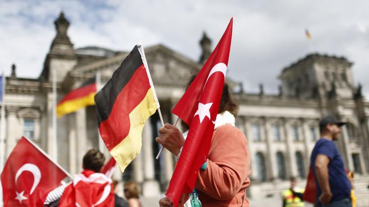 مشرعون ألمان من أصول تركية تحت حماية الشرطة