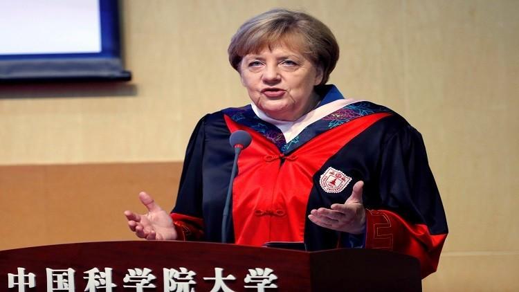 ميركل تطلب من بكين فتح السوق أمام الشركات الأجنبية