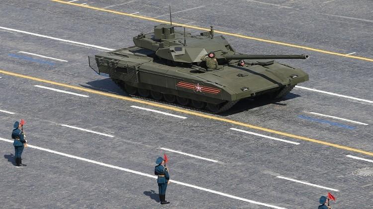 عسكريون في أومسك يرفعون 300 طن من الكرات الحديدية
