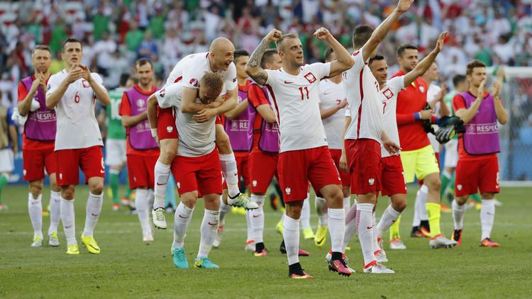 بولندا تتخطى إيرلندا الشمالية في أمم أوروبا .. فيديو