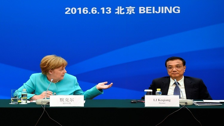 ميركل تبحث في بكين مواضيع اقتصادية بين البلدين