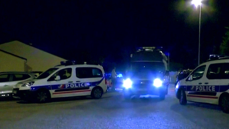 قاتل الشرطي الفرنسي على صله بشبكة متشددة