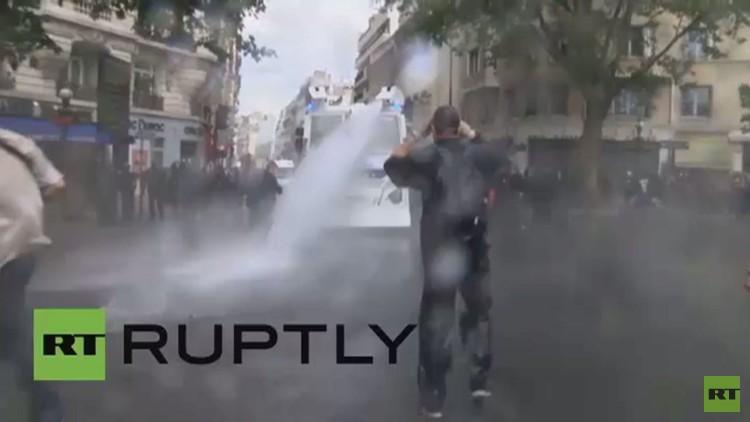 الشرطة الفرنسية تعتدي على صحفيي وكالة رابتلي