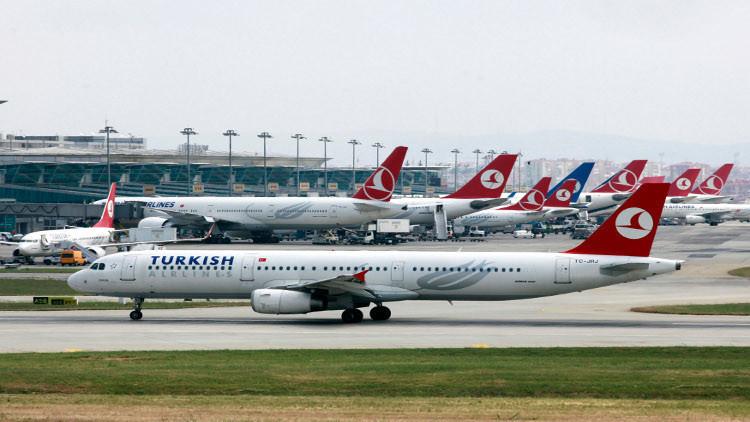 زوجان عراقيان يقاضيان مطارا تركيا لوفاة طفلهما