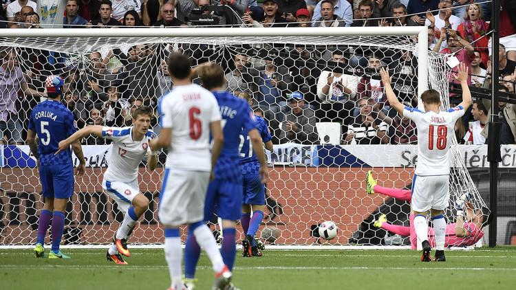 التشيك تفلت من الهزيمة أمام كرواتيا في اليورو