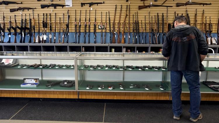 أوباما يجدد انتقاده لسهولة الحصول على الأسلحة في بلاده