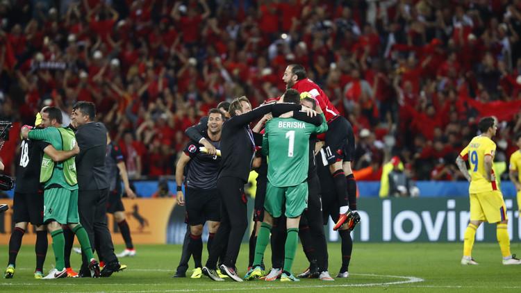 ألبانيا تطيح برومانيا من يورو 2016 وتنتظر مصيرها