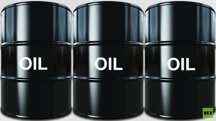 النفط يبدأ الأسبوع مرتفعا