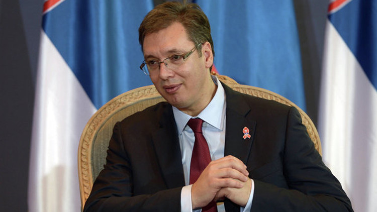 رئيس وزراء صربيا يتصرف بصورة غير غربية