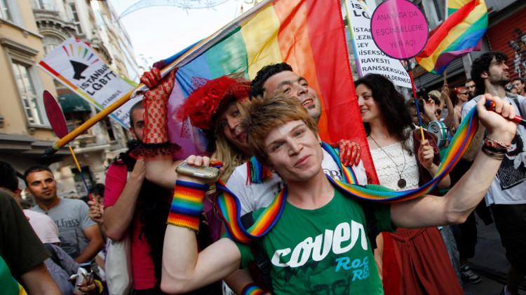 احتجاز مشتبه بهم بمهاجمة مسيرة المتحولين جنسيا بتركيا