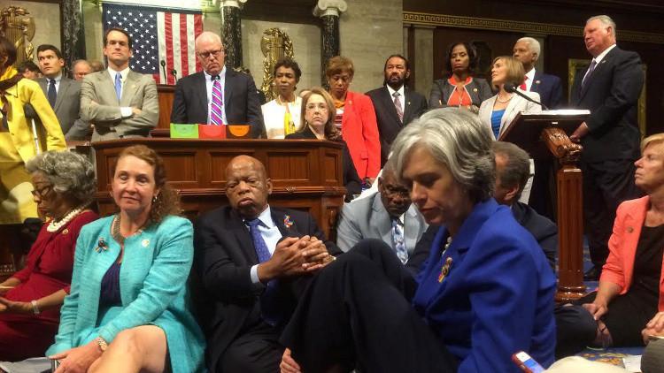 نواب الكونغرس يفضون اعتصامهم
