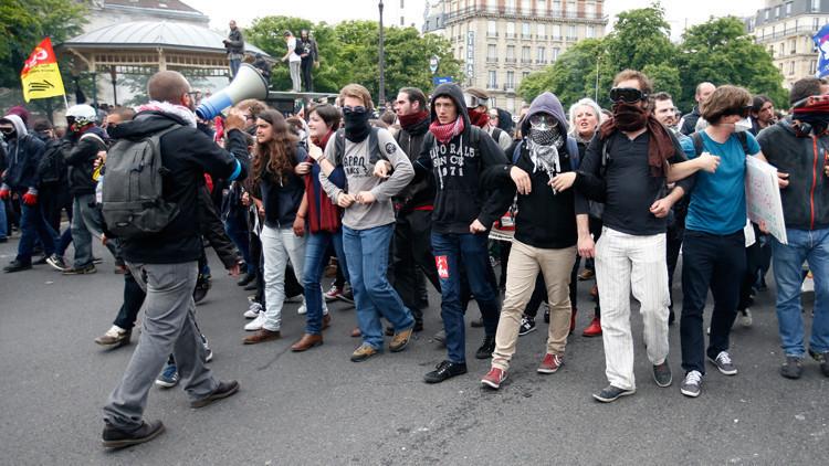 الاحتجاجات تعم باريس من جديد