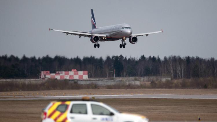 هبوط طائرة اضطراريا بسبب طير!