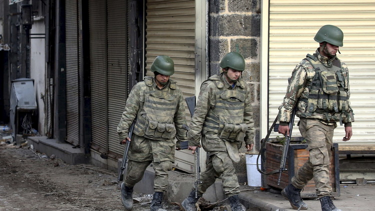 مقتل 6 جنود و3 مدنيين بهجمات في تركيا