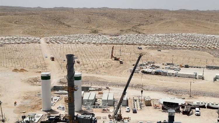 بناء أعلى لوح شمسي في العالم وسط صحراء إسرائيل 