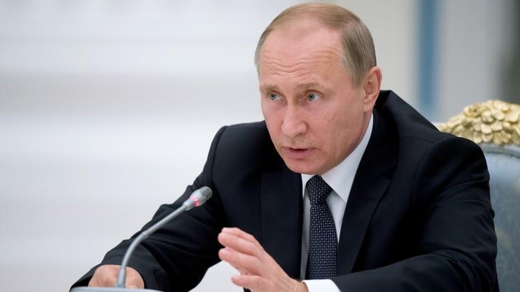 بوتين: لا أساس للمزاعم حول مصلحة روسيا في Brexit