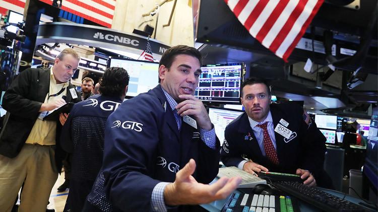 الأسهم الأمريكية تفتتح تداولاتها على هبوط حاد