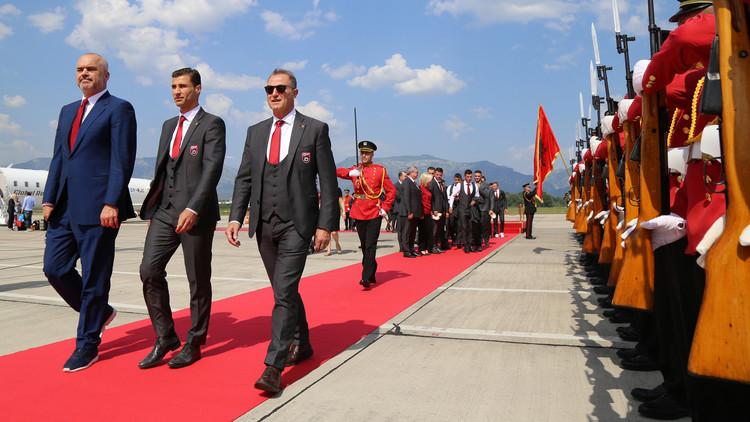 يورو2016.. سجاد أحمر وجوازات دبلوماسية للاعبي ألبانيا (فيديو)