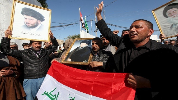 أتباع الصدر يتجمعون أمام سفارة البحرين في بغداد