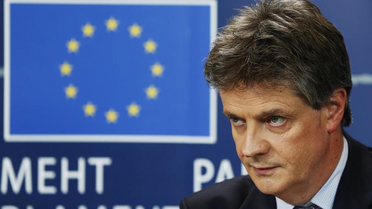 مفوض بريطاني في الاتحاد الأوروبي يستقيل