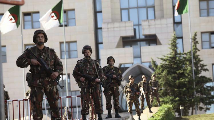 الجزائر: رسائل إلى الإرهابيين عبر المناورات العسكرية