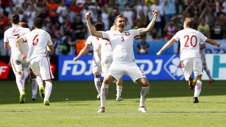 بولندا تحجز مقعدها في ربع نهائي اليورو .. فيديو
