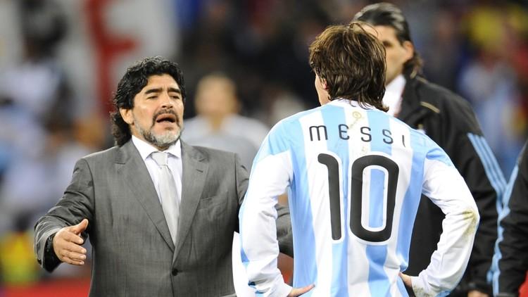 الأسطورة مارادونا ينصح ميسي بعدم الاعتزال