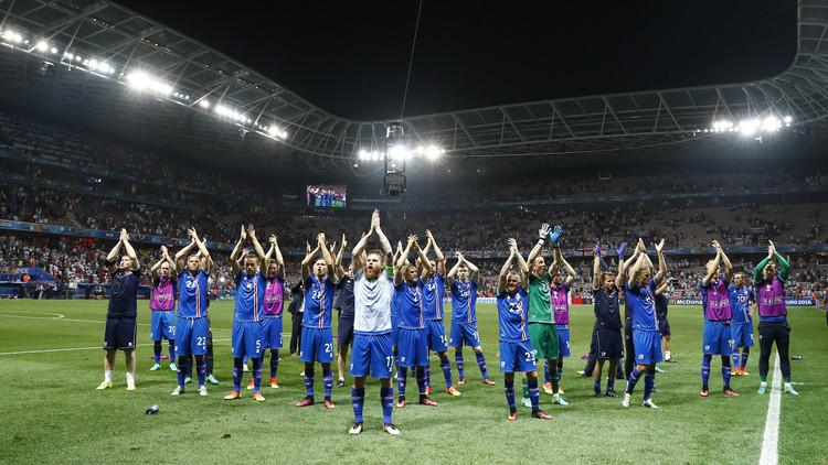 من أين لإيسلندا الصغيرة 23 لاعبا؟