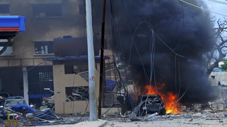 مقتل 18 مدنيا على الأقل في انفجار قنبلة قرب العاصمة الصومالية